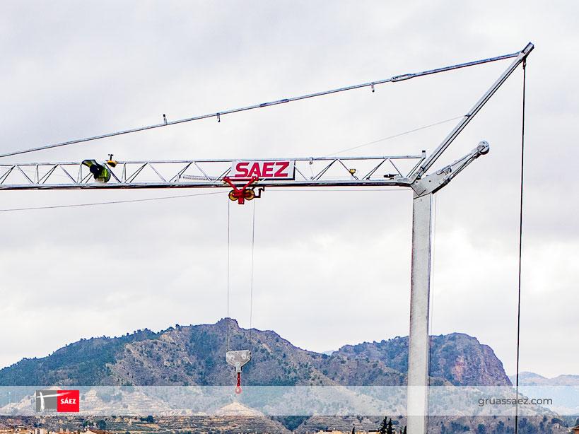 Grúas Sáez lanza al mercado la nueva grúa automontante H26