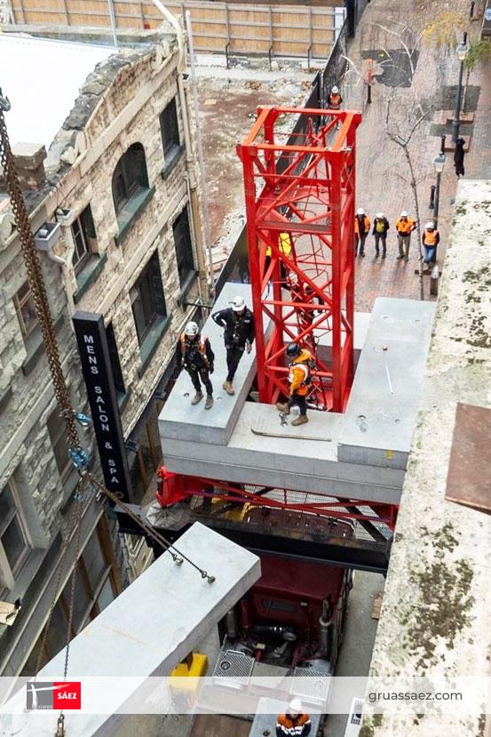 Una grúa hidráulica de SÁEZ llega al centro de la ciudad de Melbourne